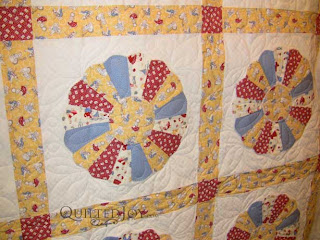 Dresden Plate Quilt with 30s Fabrics, quilted by Angela Huffman