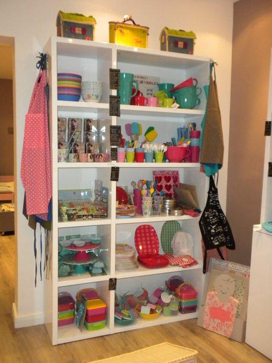 la girafe dans le placard le pestacle de ma lou 92 rue. Black Bedroom Furniture Sets. Home Design Ideas