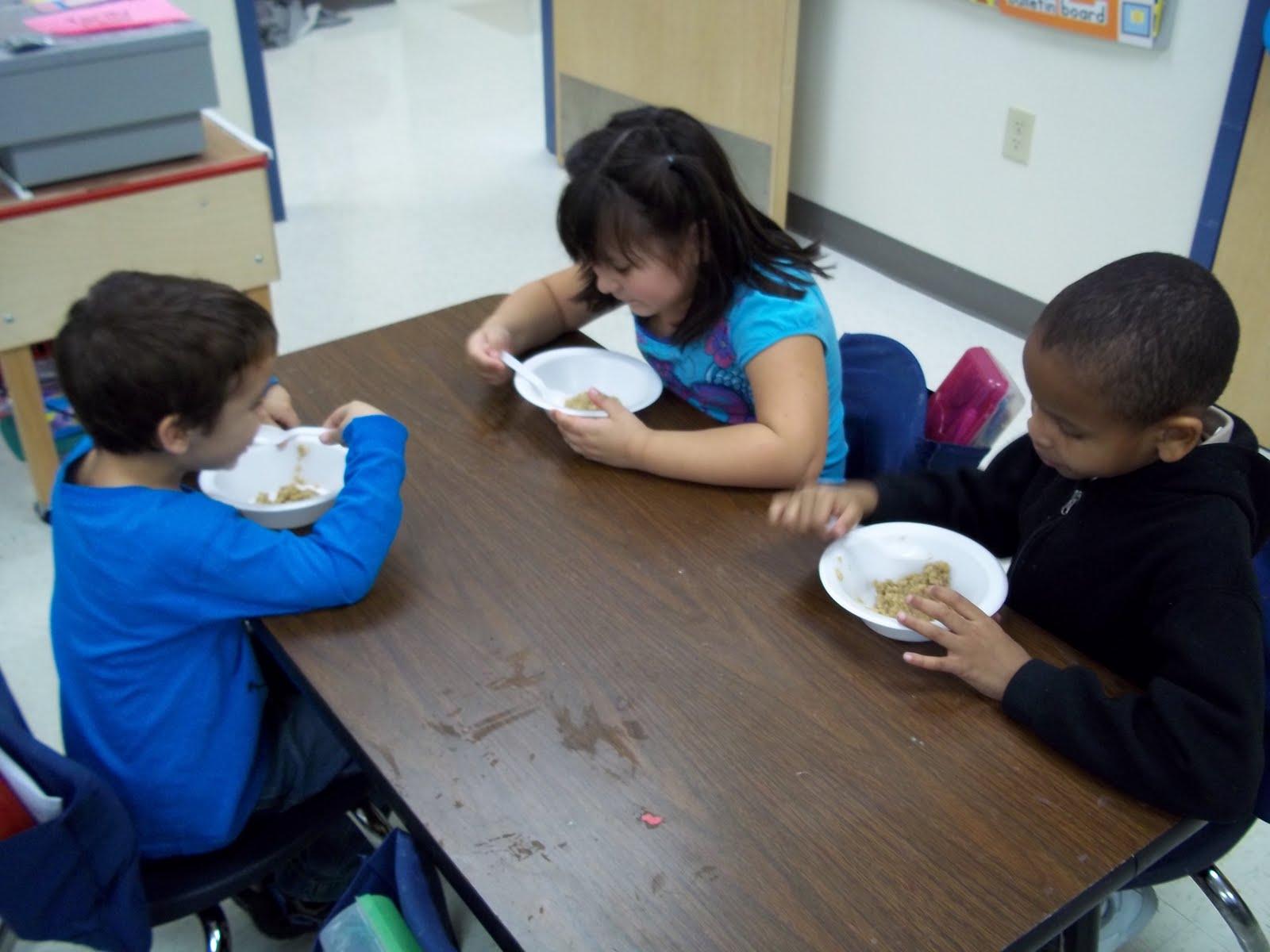 Kinder Garden: Mrs. Wood's Kindergarten Class: Goldilocks And The Three Bears
