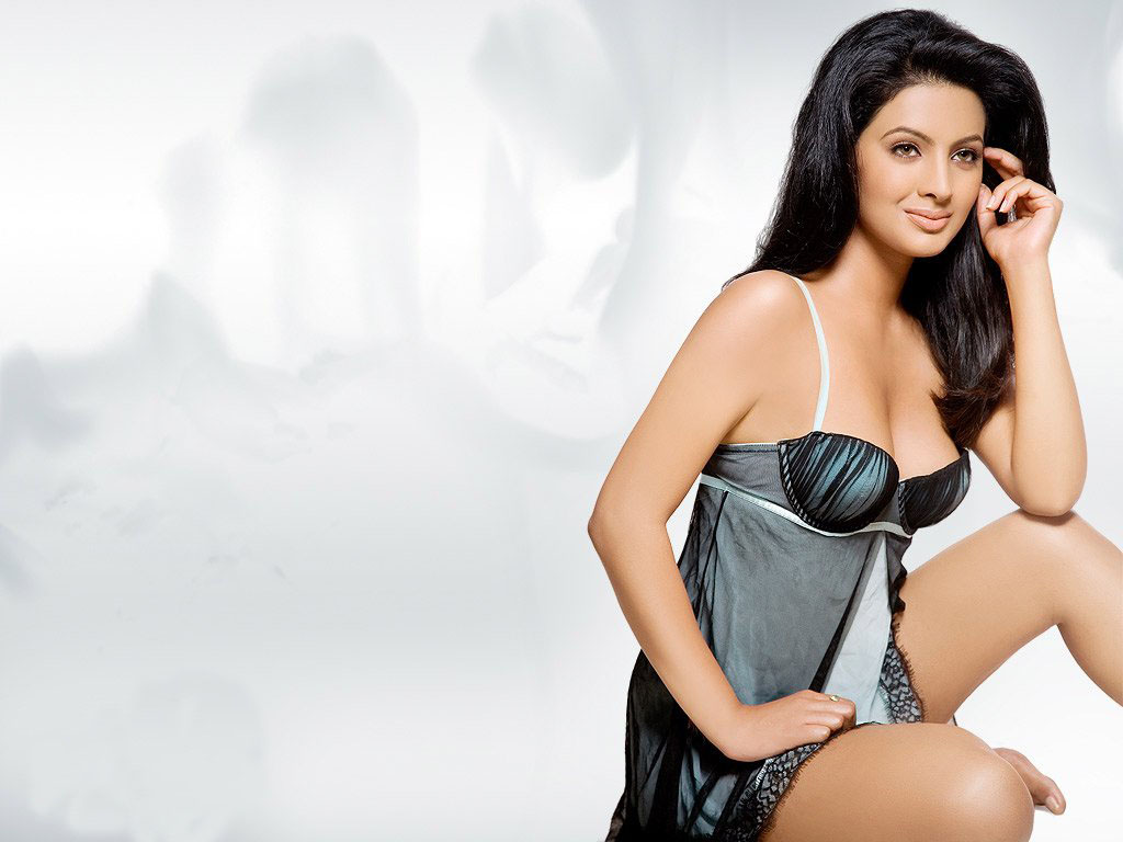 Sizzling Hot Bollywood Wallpapers