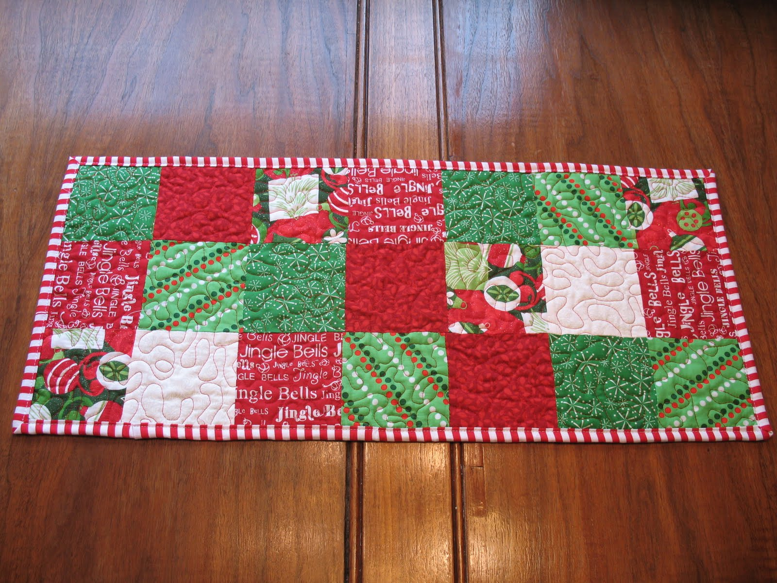 Enjoyable Quilted Christmas Table Runner Thecraftpatchblog Com Home Remodeling Inspirations Propsscottssportslandcom
