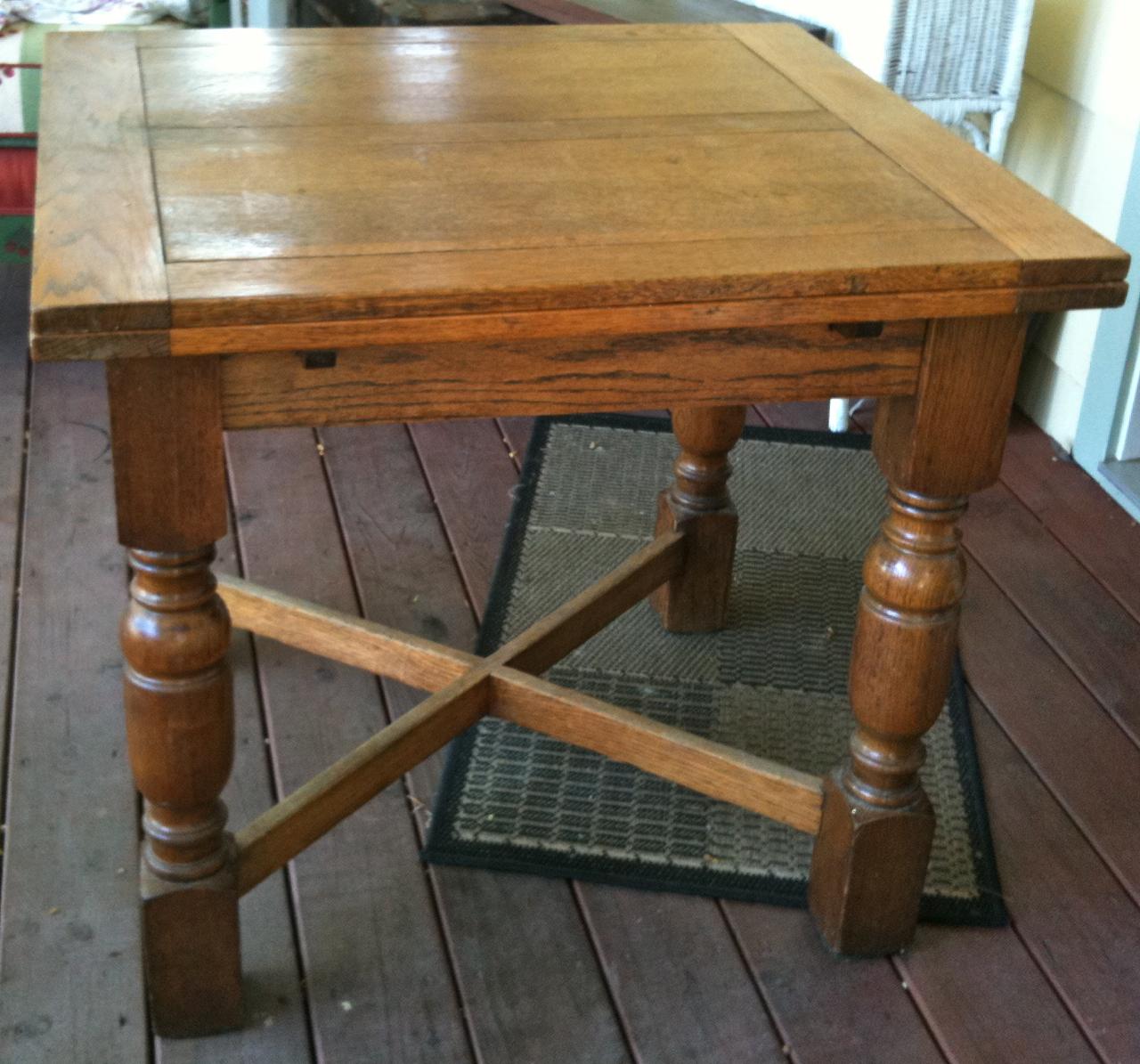Vita Bella Kenwood Vintage English Pub Table