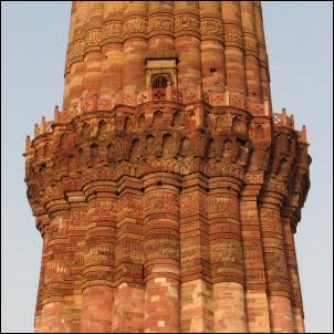 Qutub Minarin tornia Intian Delhissä