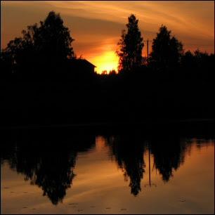 Auringonlasku juhannuksena klo 23:11