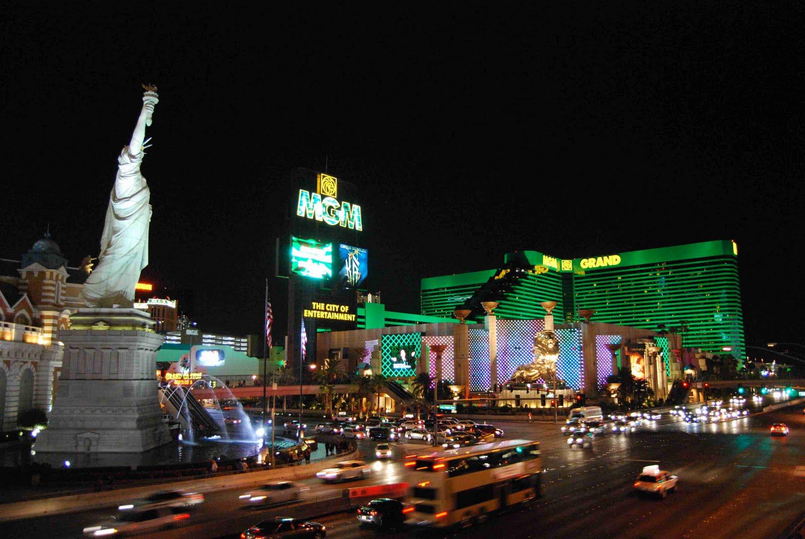 LOS VIAJES DE BRUJILDA: Las Vegas De Noche