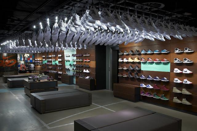 Veamos una pinzelada de como ha quedado de espectacular la tienda Nike  in-line. Por este orden 216dae1434153