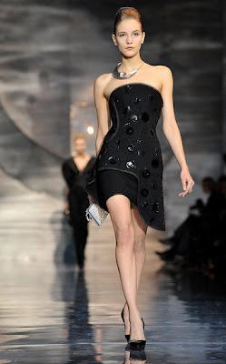 y por ltimo las joyas de la corona vestidos de noche con sinuosos escotes strapless o con formas muy rgidas
