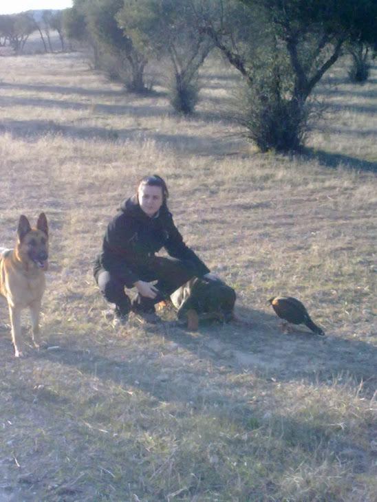 Esther con duque en compañía de sus perros
