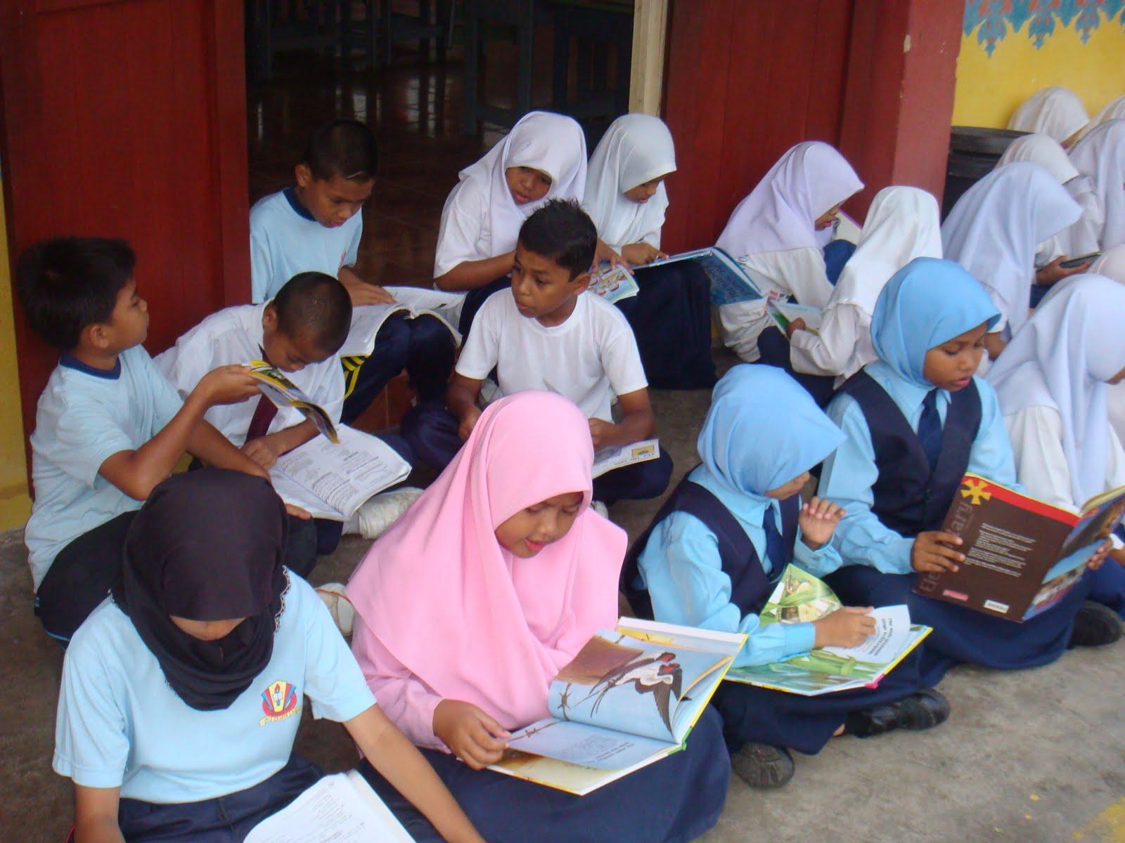 Aksi cikgu dengan murid - 1 10