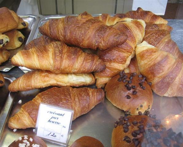 CADOR PATISSERIE'S perfect croissants pur beurre