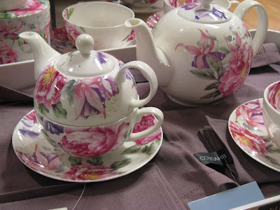 Floral teapot and cup combo in BHV