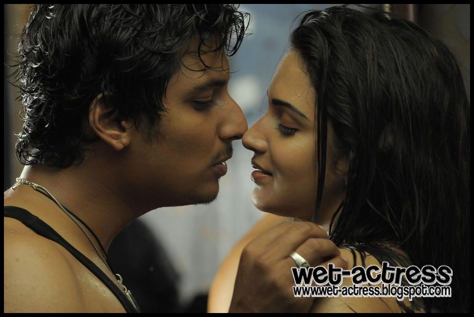 Tamil Movie Singam Puli Spicy Stills   Wet Actress