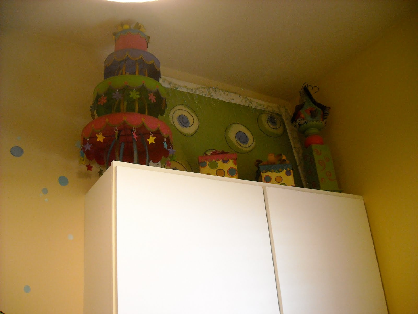 1 Funky Woman Laundry Room Reveal
