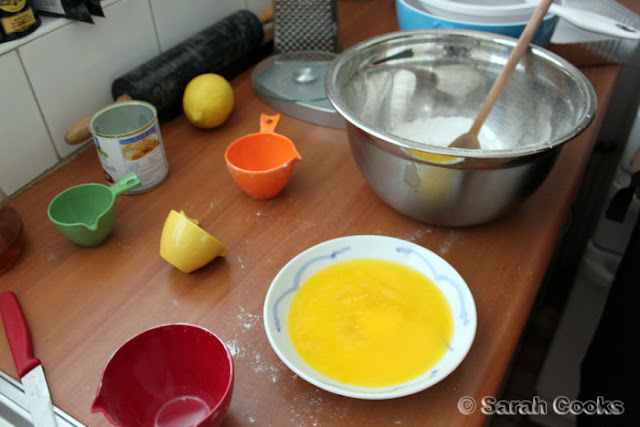 Making lemon slice