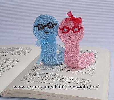 köpek kitap ayracı | Amigurumi, Kitap ayracı, Amigurumi oyuncak bebek | 354x400