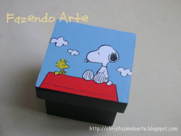 Chris Fazendo Arte Caixa Snoopy