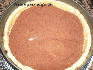 PASTEL DECORADO DE ARABESCOS DE MOUSE DE NUTELLA CON NATILLAS
