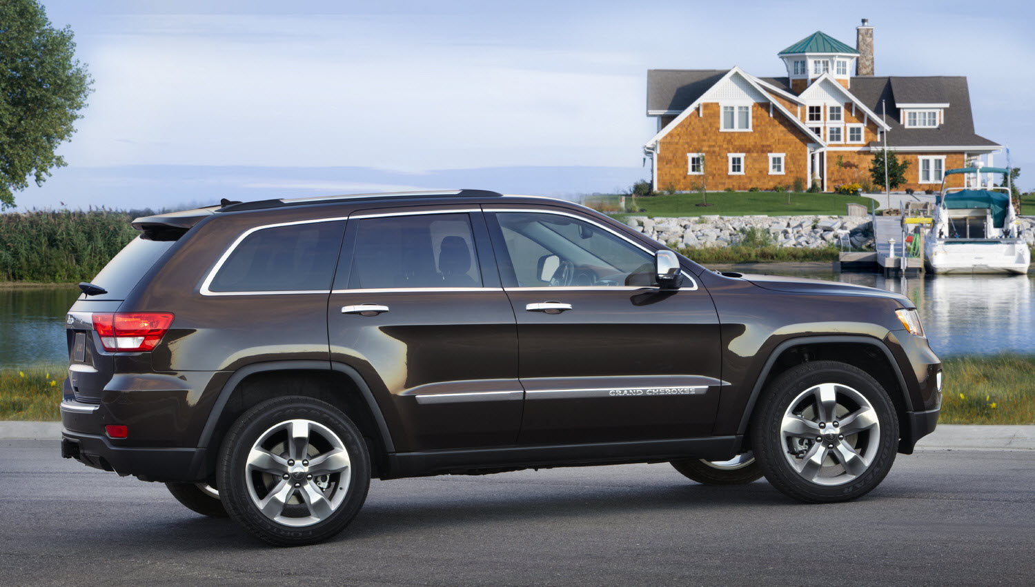 picture automotive 2011 jeep grand cherokee overland summit and jeep liberty jet. Black Bedroom Furniture Sets. Home Design Ideas