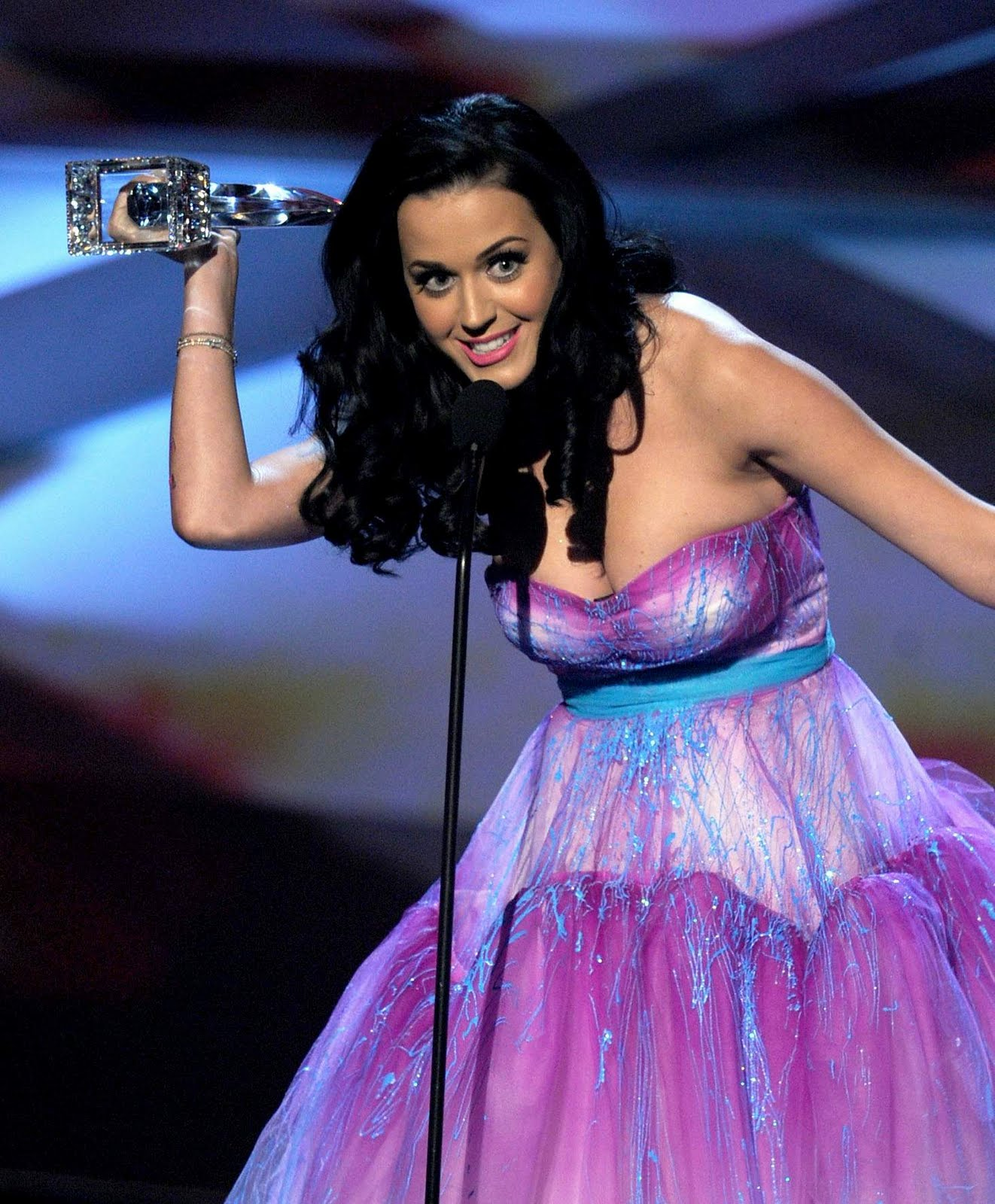 Celebritybuzzus Katy Perry Peoples Choice Awards Breast -6489