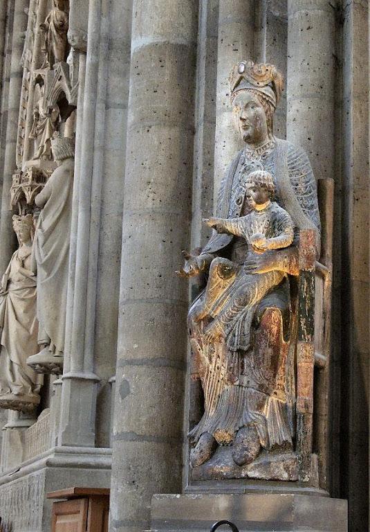 Nossa Senhora na abadia de St-Denis, Paris. Provém da arrasada abadia de Cluny.