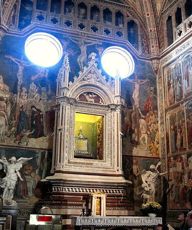 o corporal ensanguentado está na basílica de Orvieto onde pode é visto e venerado pelos fiéis