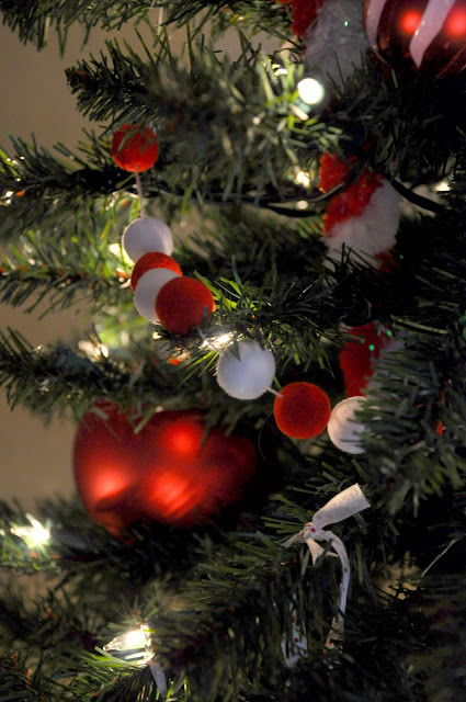 Decorate Christmas tree with red and white ball garland