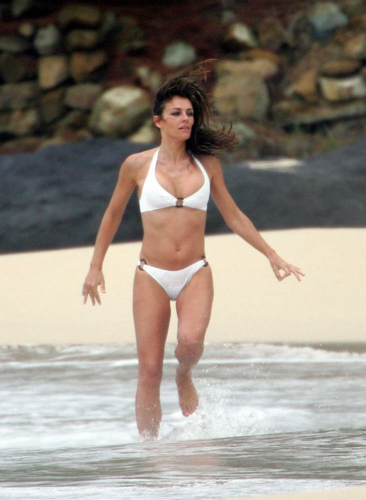 Hot Free Nude Celebs At Beach Gif
