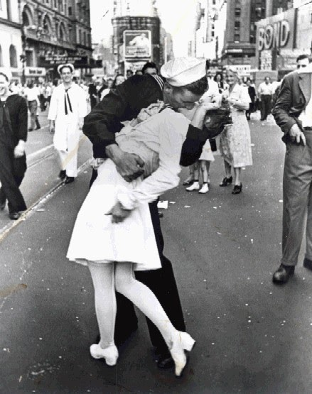 Short Girls Guide to Life: Short girls guide to kissing tall