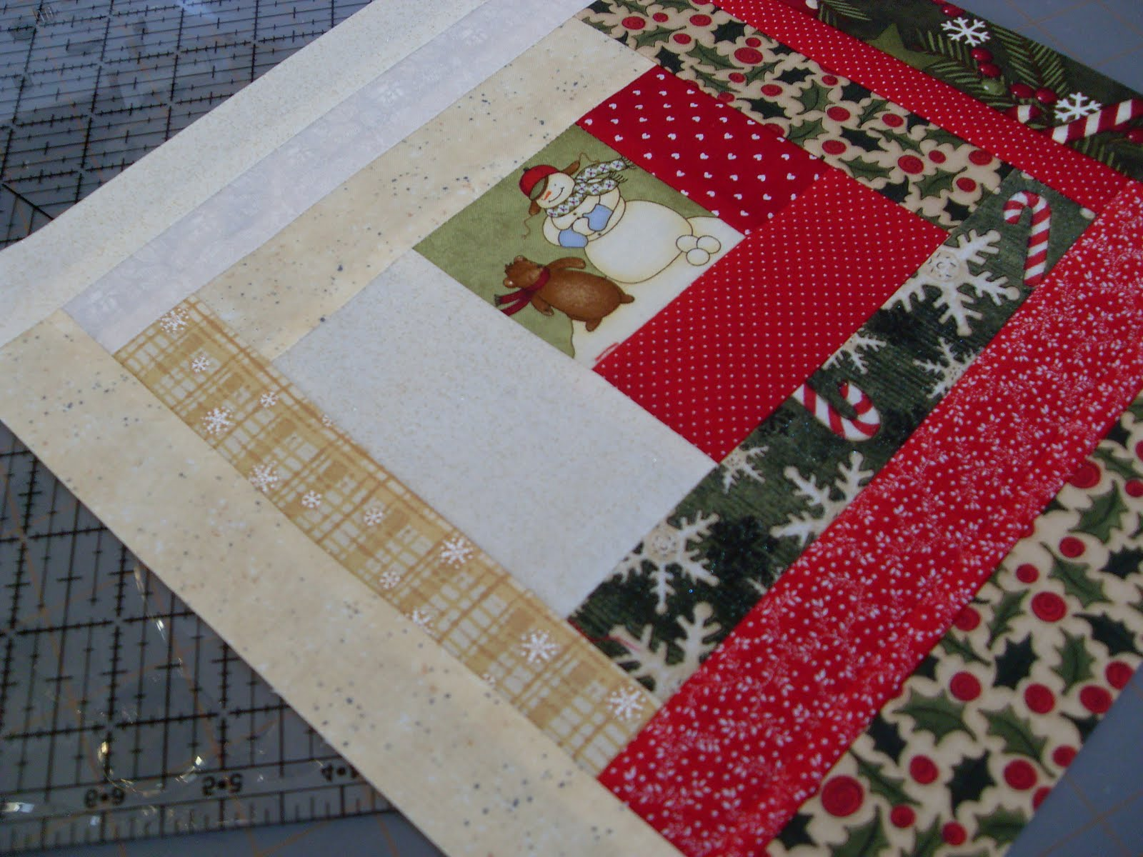 Log Cabin Christmas Quilt.Home Sweet Home Sneek Peek Of Christmas Log Cabin Quilt