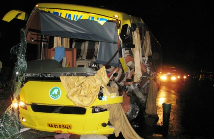 Indian Luxury Buses: Roadlink India Volvo B7R crash pictures