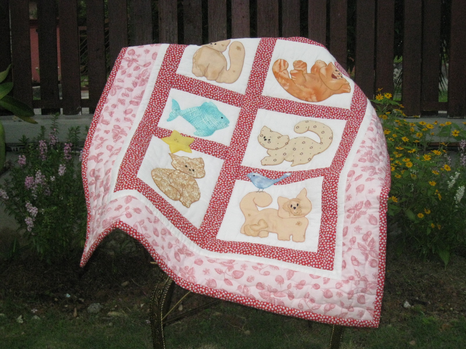 Akasia Home Deco Cats Applique Baby Quilt