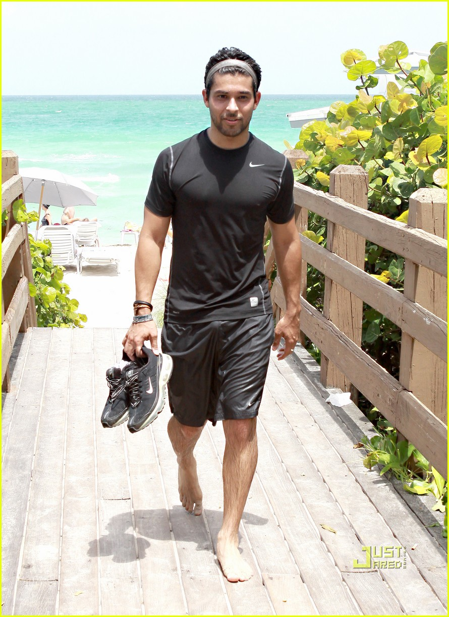 Naked And Hot Men Wilmer Valderrama Bulge And Shirtless-4952