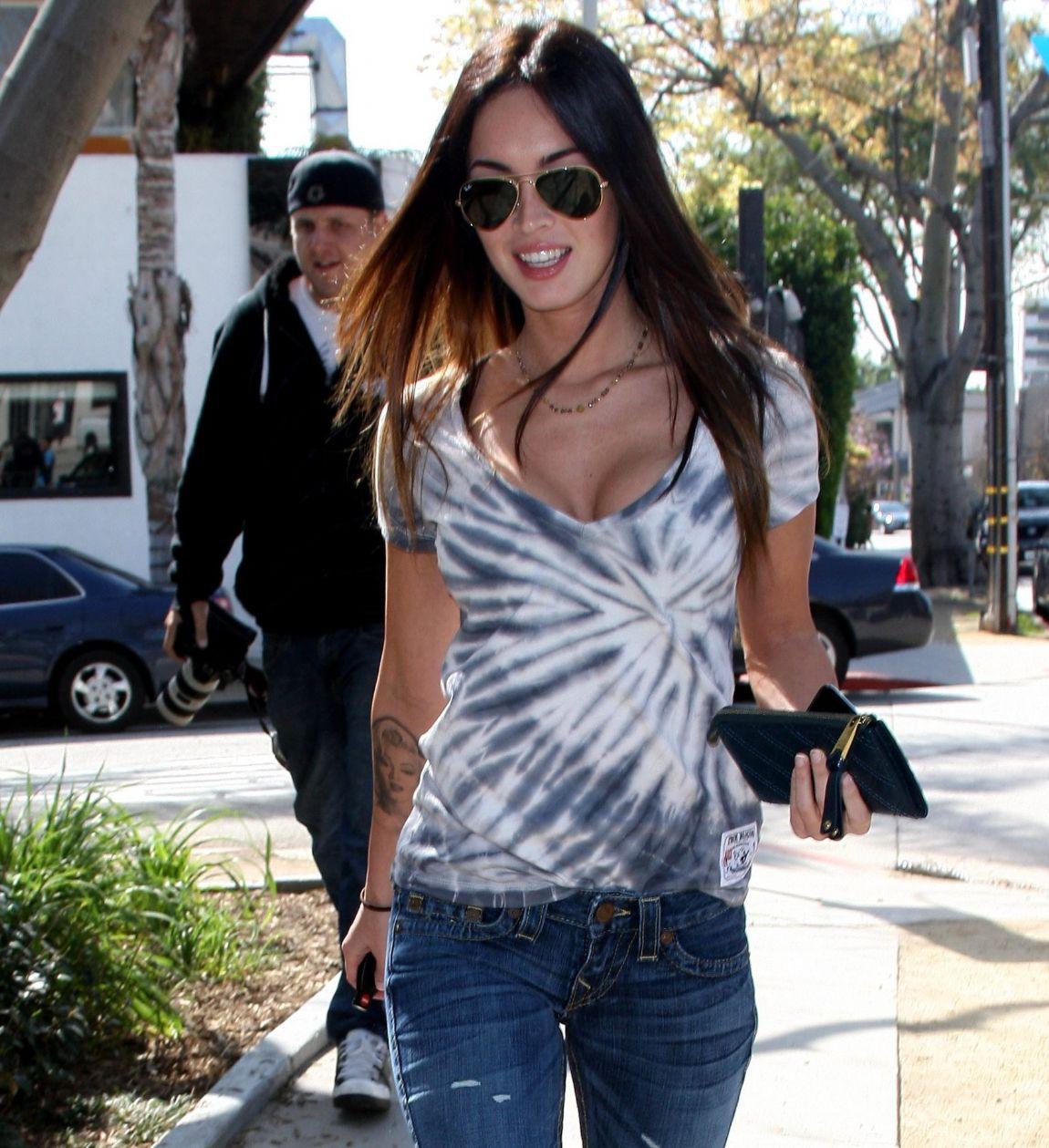 Megan Fox looks Appealing in Shredded Denim Skinny Jeans ...
