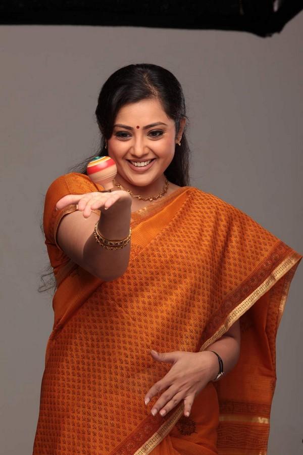 Men Women Photos: Meena Hot Aunty Latest Stills