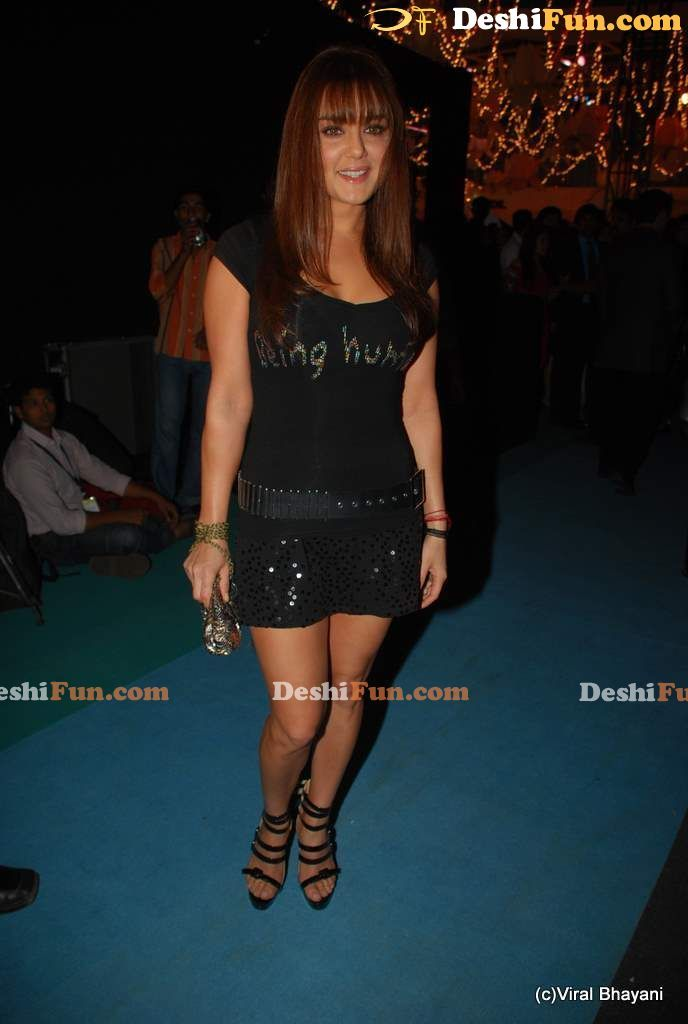 Wallpaper World Preety Zinta Pictures In Short Black Skirt-6696