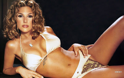 Daisy Fuentes, wallpaper - click on picture to get the highest resolution