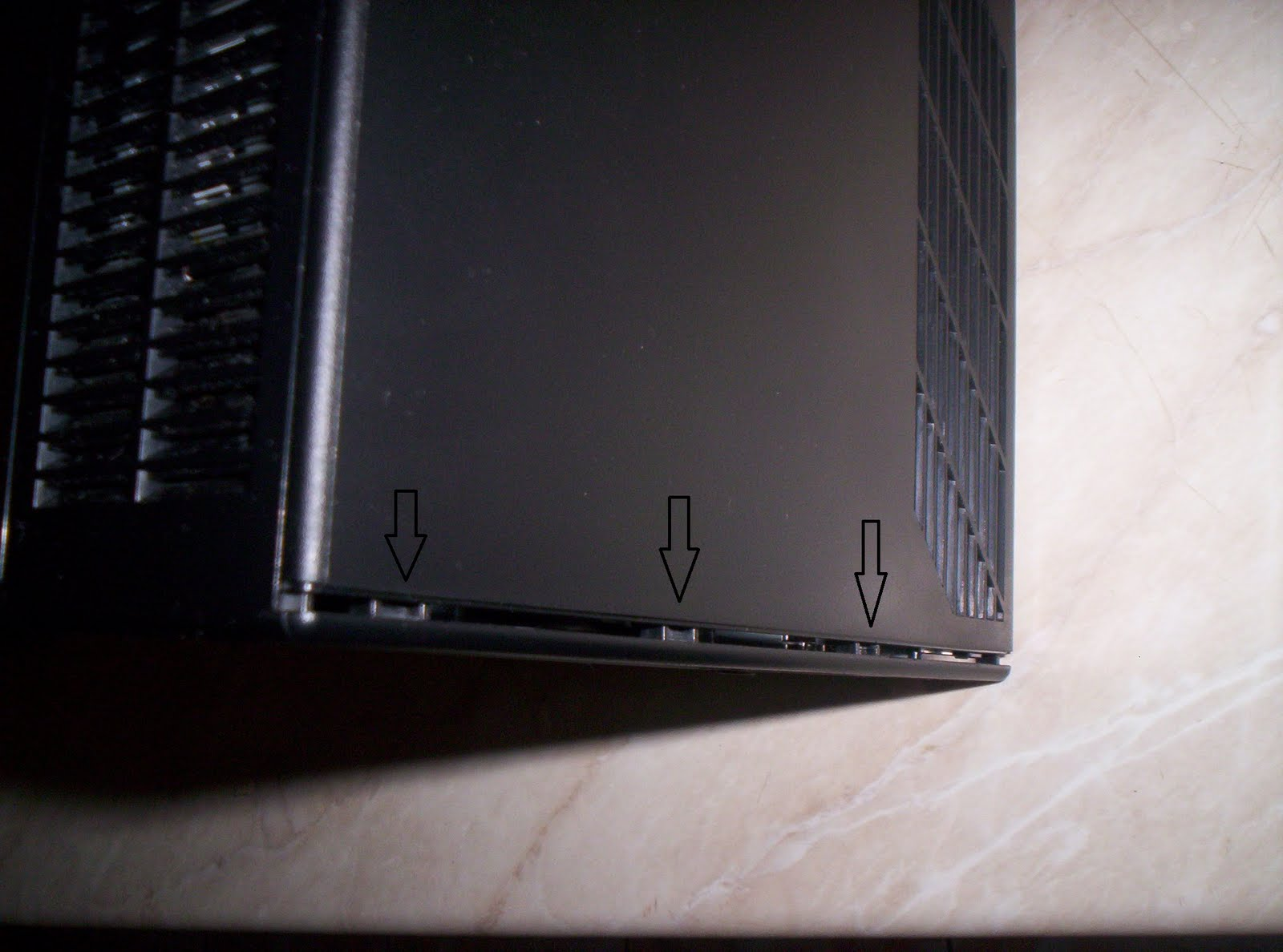 Cracking Seagate Black Armor NAS 110: Opening the box