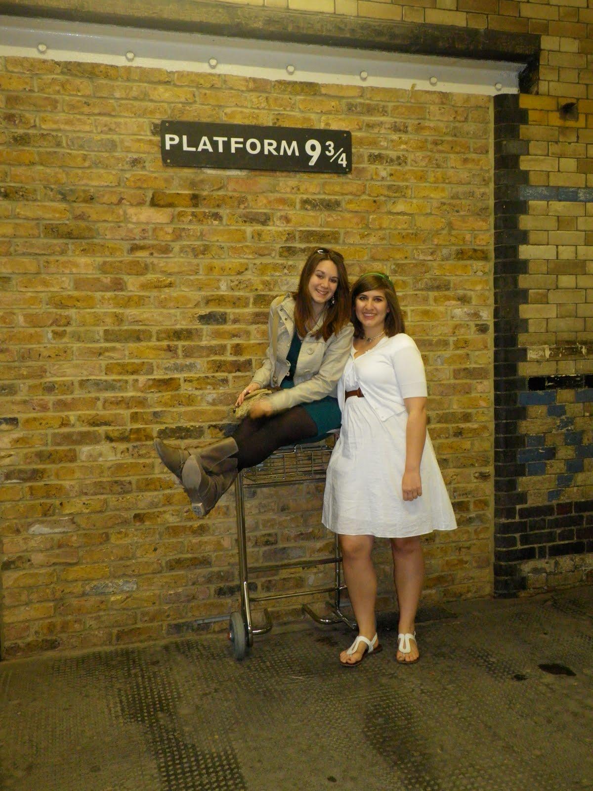 School Cross Kings Station Platform 4 3 9 Back
