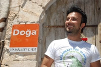 Tarkan at the opening of Doğa Derneği offices in south-eastern Turkey