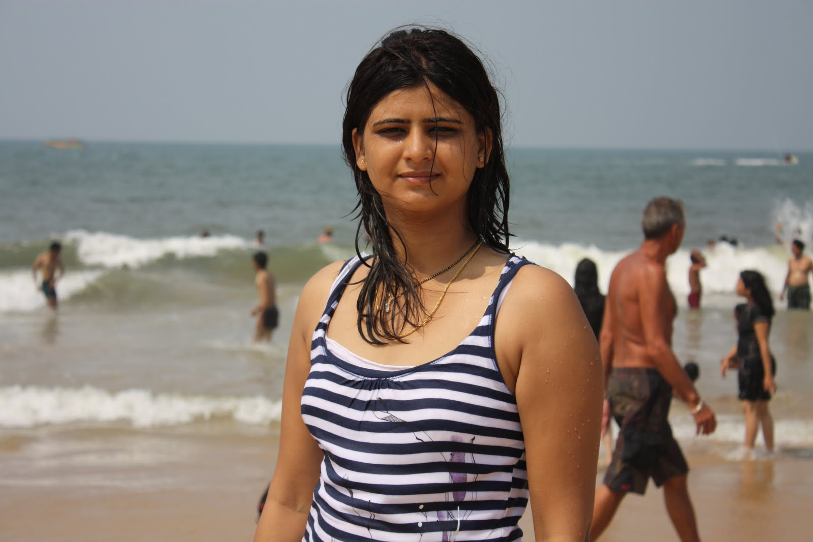 Hot Indian Girl Pictures At Goa Beach-5004