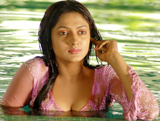 Tamil Spicy Actress Sheela Romantic Photos