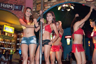 Ds Bar Gogo Dancers Amp Striptease Blok M