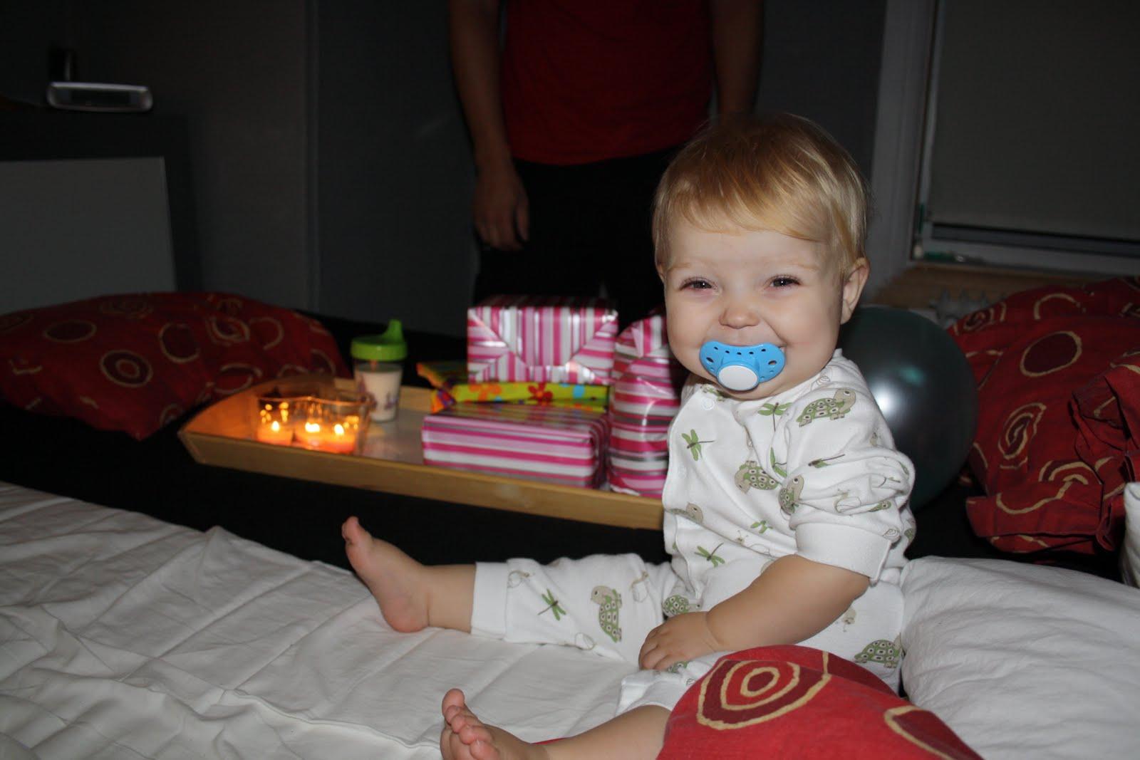 fyller 1 år SÖTA LILLASYSTER: Söta lillasyster fyller 1 år fyller 1 år