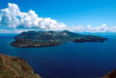A volte mi sorprendo a pensare un pensiero che è più o meno questo  è bello  vivere su un isola 8746e3f5724c