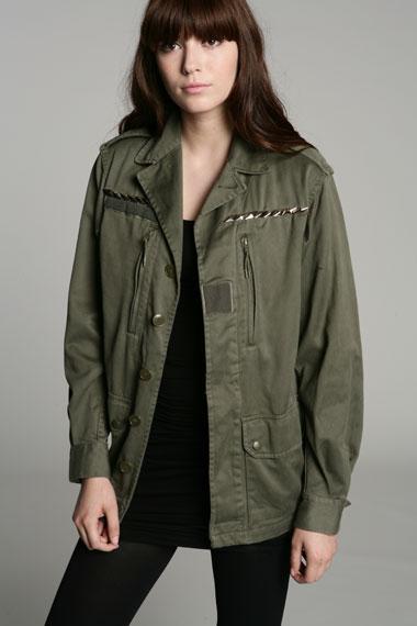 d7b54f1d Nogen gange er hun bare for irriterende hende der Caroline:) Jeg har nu  gået i flere år og manglet den der helt perfekte army-jakke, ...