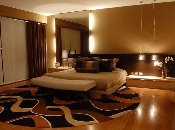 Dormitorio principal en tonos marrones por karim chaman - Como iluminar una habitacion ...