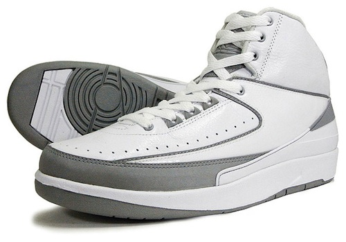 c196afc8202e54 Justin Timberlake was spotted rocking a pair of white metallic silver Air Jordan  2 Retro 25th Anniversary sneakers ( 135)