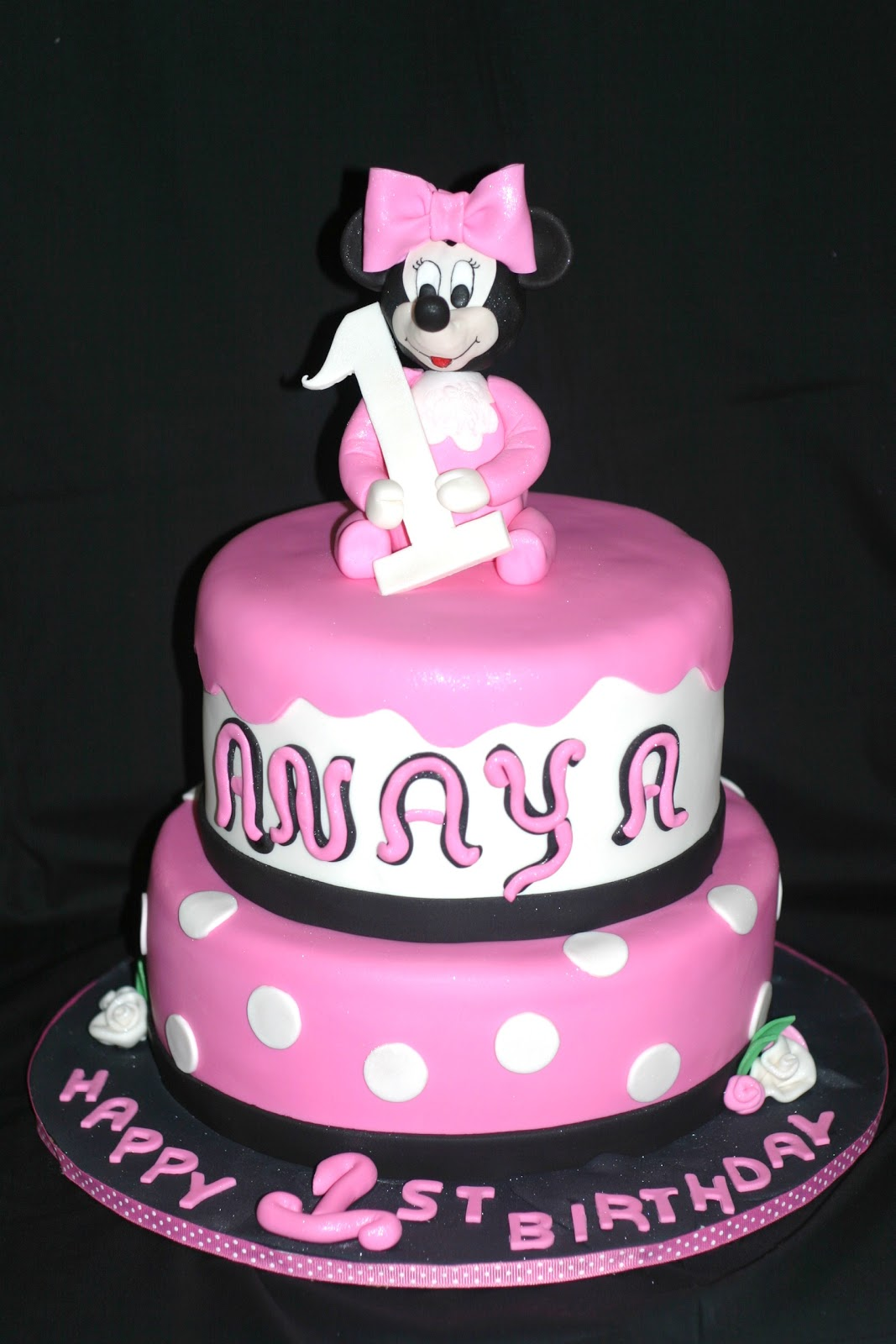I Made The Minnie Mouse Head And Body Using Rice Crispy Treats Everything Else Is 50 Gumpaste Fondant 1 All White