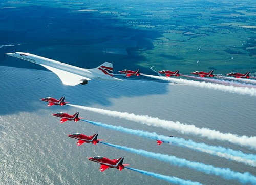 [concorde_last_flight_red_arrows_escort.jpg]