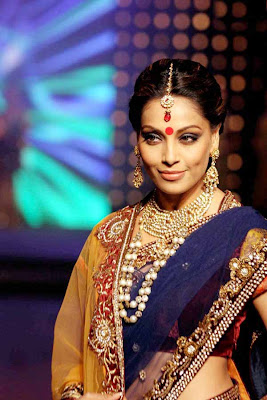 Bipasha basu on ramp.JPG